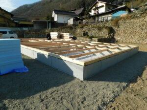 土台敷き作業